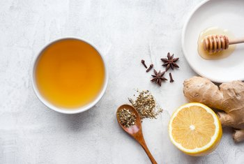 What Are the Benefits of Drinking Green Tea & Lemon With Honey?