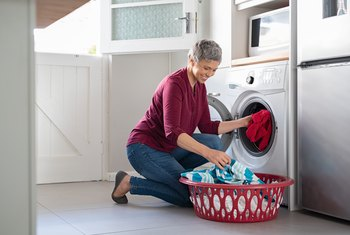 How Many Gallons of Water Does the Average Washing Machine Hold When Full?