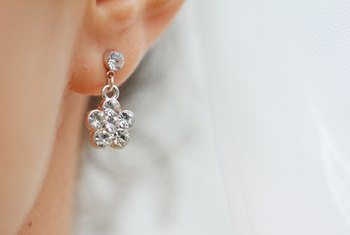 Why Do Earrings Make My Ears Itch?