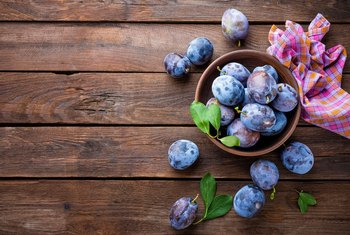 The Health Benefits of Prunes & Plums
