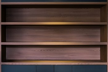 What Kind of Wood to Use for Closet Shelves?