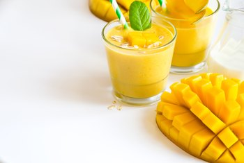 How to Make a Healthy Mango Smoothie