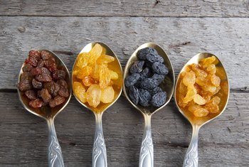Health Benefits of Golden Raisins Vs. Regular Raisins