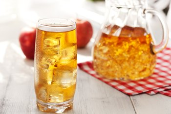 How Many Carbohydrates Are in One Cup of Apple Juice?