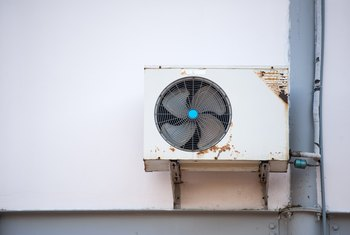 How to Run a Window Air Conditioner From an Inverter