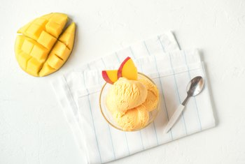 What Two Minerals & Vitamins Come From Frozen Mangoes?