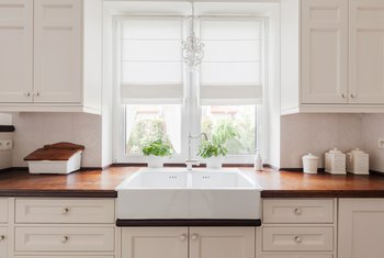 How to Coordinate Paint Color With Cabinet Color
