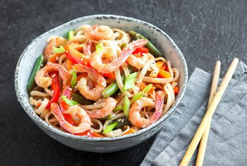How to Choose Healthy & Low-Fat Options When Eating Chinese Food