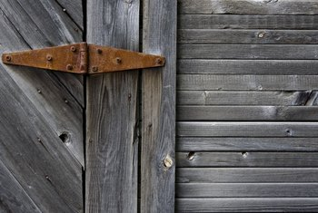 How to Remove Mold From a Wooden Door