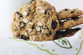 Low-Carb Oatmeal-Raisin Cookie