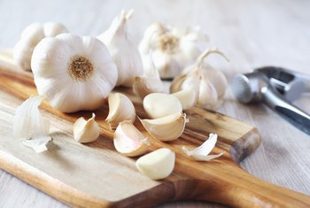 The Health Effects of Eating Raw Garlic Daily