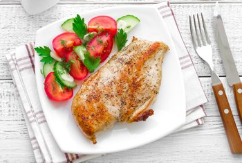 Nutrition for Broiled Chicken Legs and Thighs