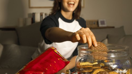 <p>Trans fats are best avoided when it comes to maintaining good HDL cholesterol.</p>