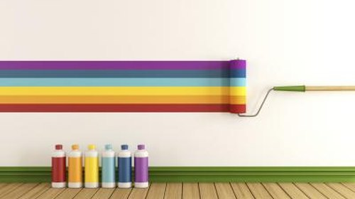 <p>Narrow paint color choices by picking up hues from the furniture.</p>