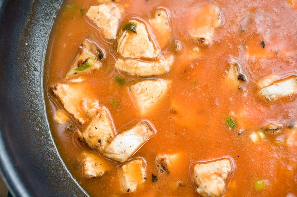Boiling chicken does not decrease the amount of protein available in the meat.