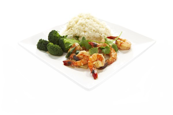 Broccoli with shrimp is a selenium-rich meal.